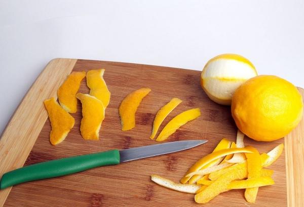 planche à découper cuisine en bois écorce de citron