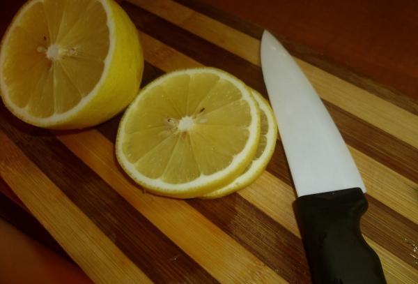 planche à découper cuisine en bois le citron nettoie