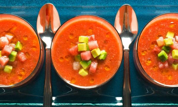 recette gaspacho à la tomate à la pastèque et à l'avocat