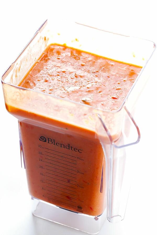 recette gaspacho écraser les ingrédients en purée