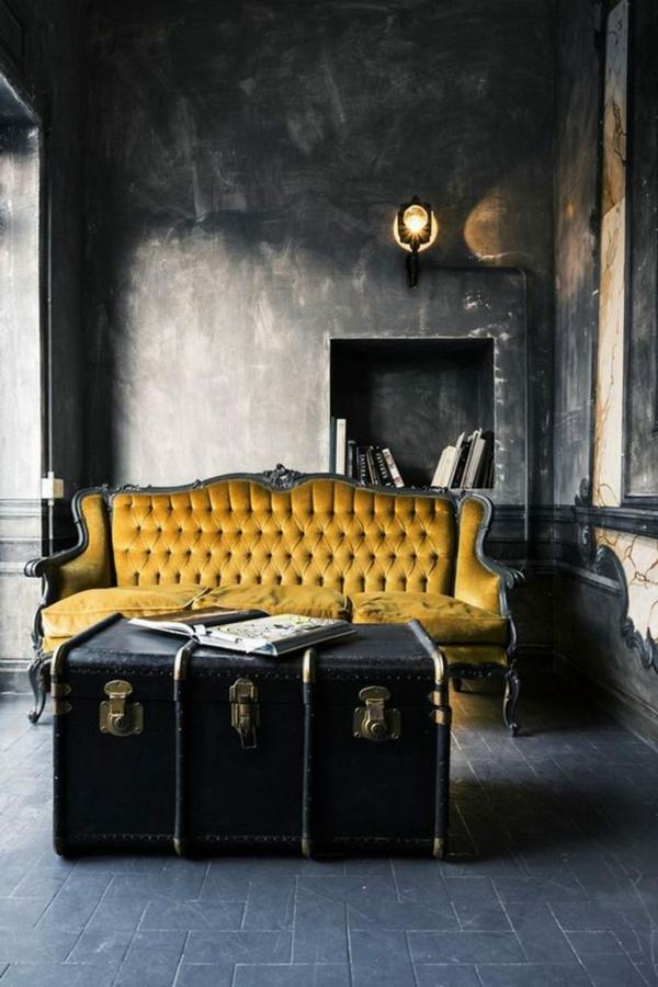 salon gothique table basse coffre