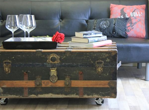 table basse coffre à roulettes salon industriel