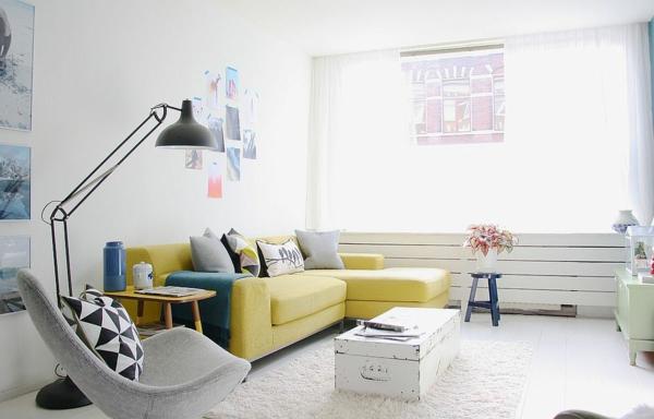 table basse coffre salon éclectique canapé jaune