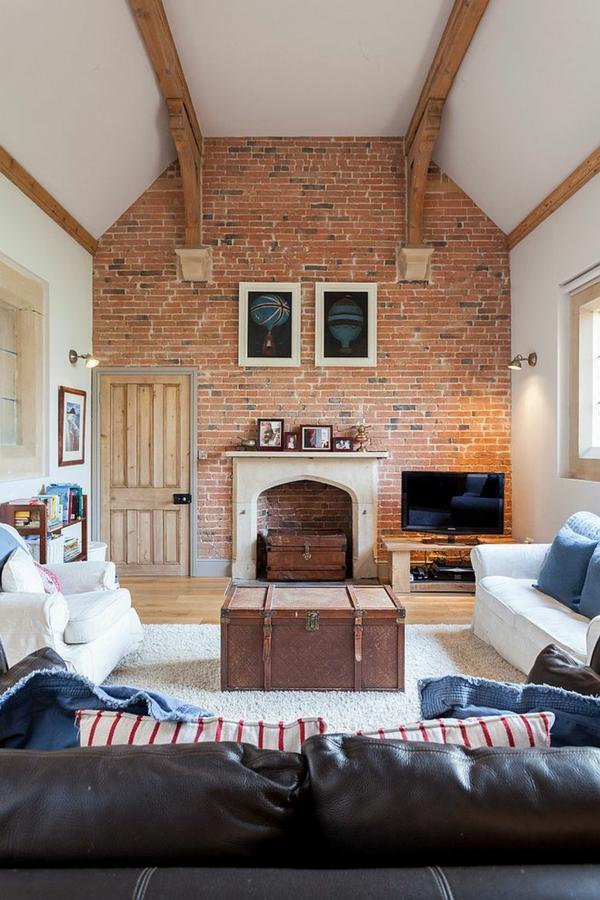 table basse coffre salon campagne chic mur de briques