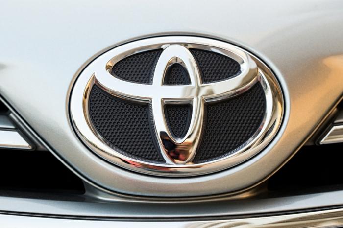toyota logo toyota prius-resized