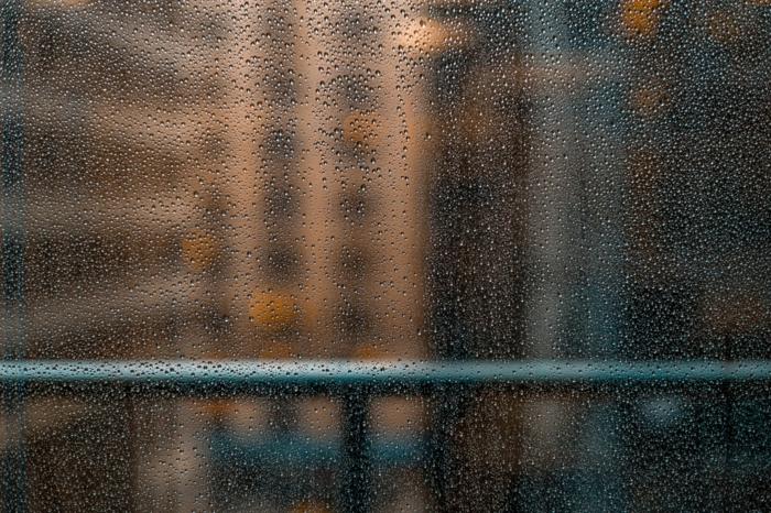 absorbeur d'humidité gouttes d'eau sur la vitre