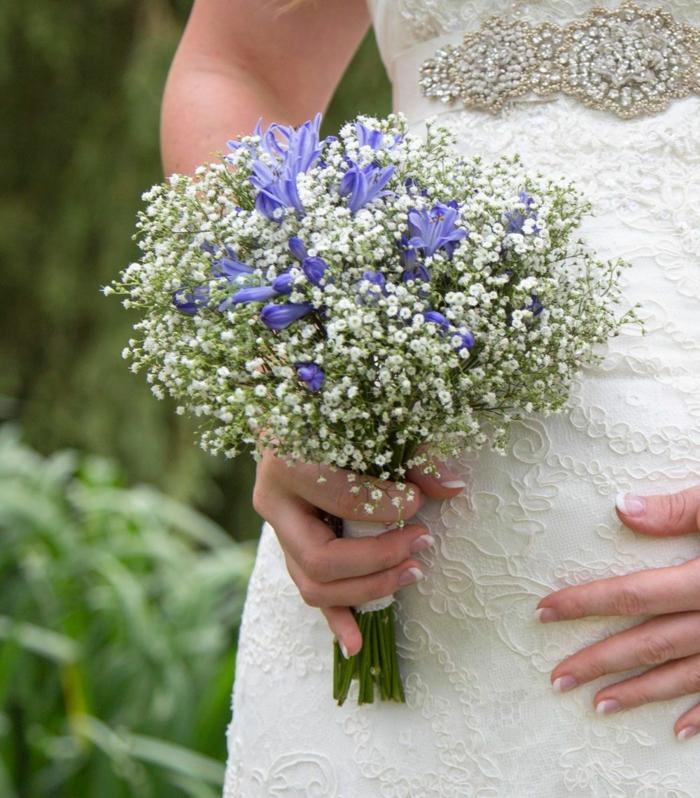 agapanthe et gypsophile idée de bouquet de mariée champêtre