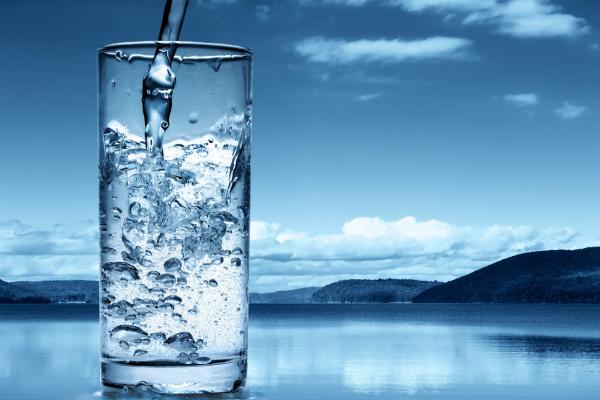 alcaliniser l'eau boire de l'eau alcalinisée
