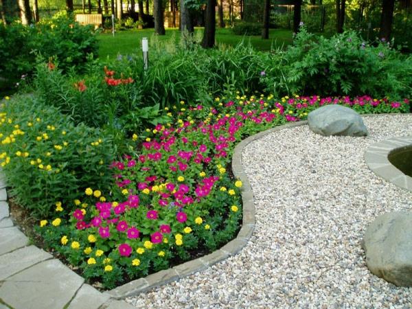 aménagement jardin paysager arbustes et plantes vivaces