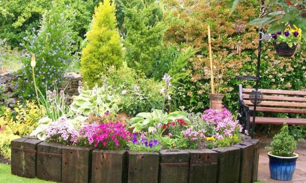 aménagement jardin paysager bordures en bois