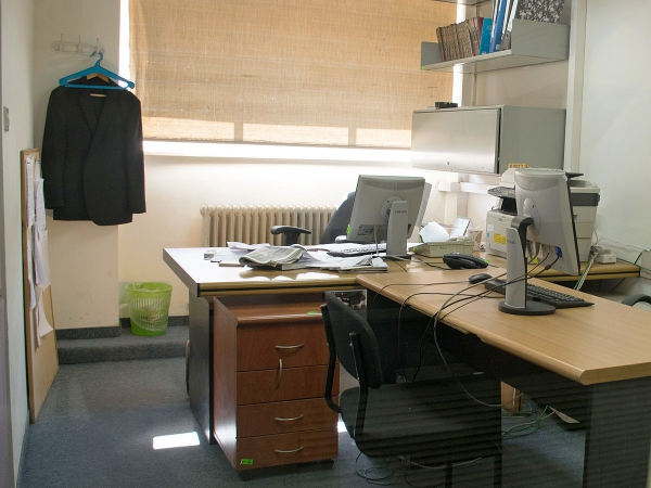 arrangement bureau casiers pour la documentation
