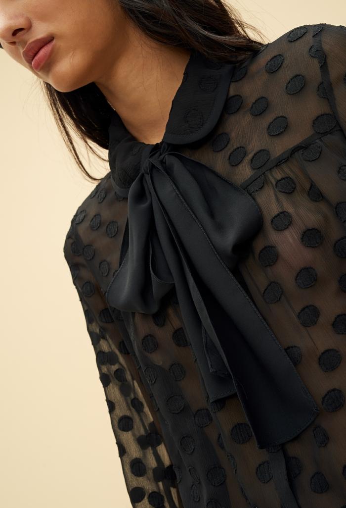 blouse noire col lavallière tendances automne-hiver 2019 2020