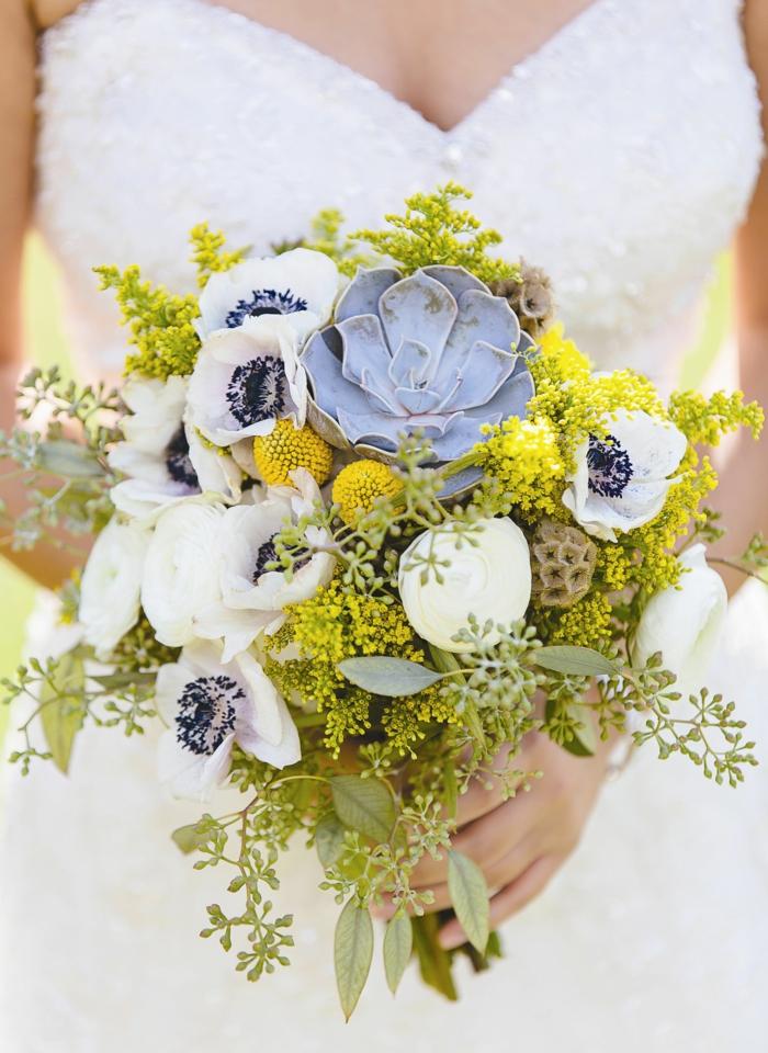 bouquet de mariée champêtre anémones et suculente