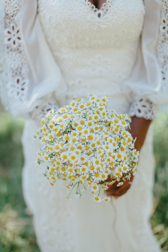 bouquet de mariée champêtre et élégant fleurs de camomille