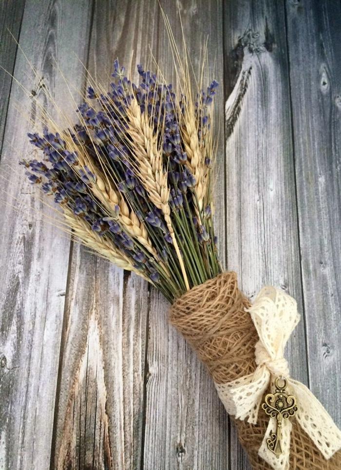 bouquet de mariée champêtre lavande