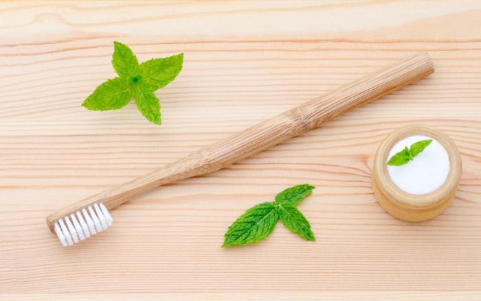 brosse-à-dents-et-dentifrice-solide