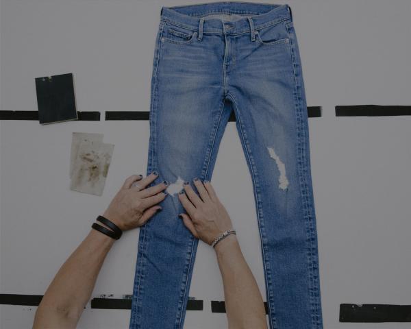 comment laver les jeans correctement test avant le lavage