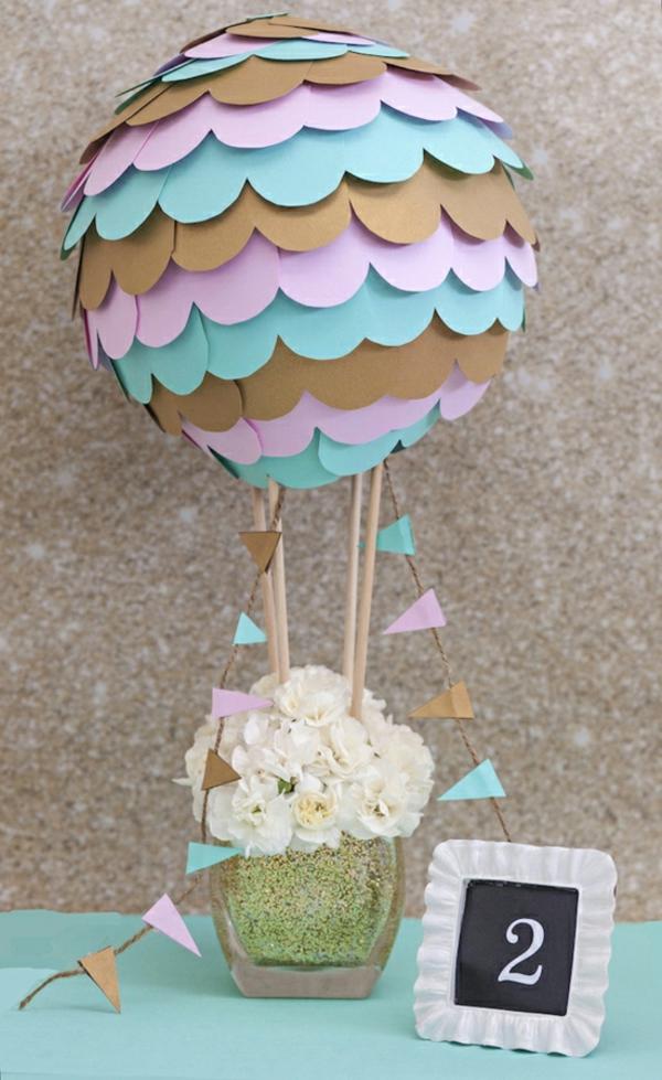 diy déco ballon volant avec vase de fleurs et papier