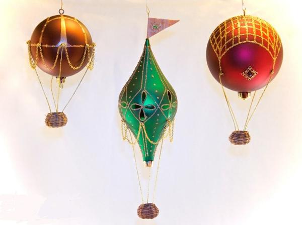 diy déco noël ballon volant en boules décoratives