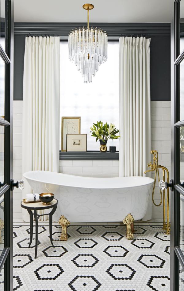 le carrelage salle de bain éléments dorés