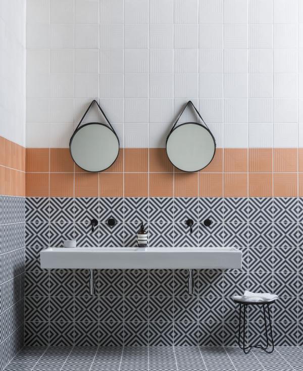 le carrelage salle de bain blanc, beige et gris
