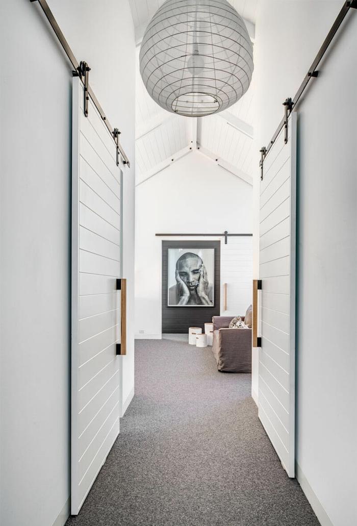 logement tendance déco avec portes coulissantes en applique