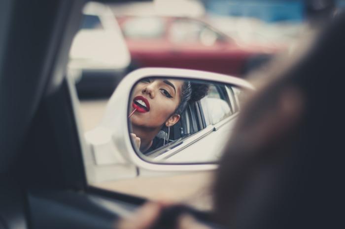 maquillage femme testeuse beauté