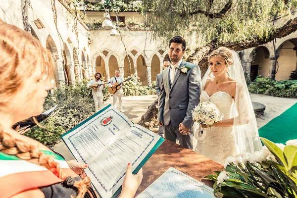 mariage parfait sous la verdure