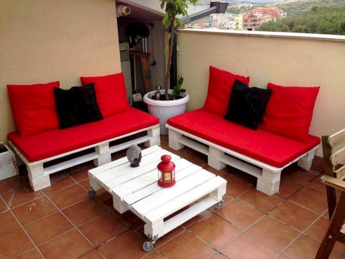 meubles en palette rouge et noir
