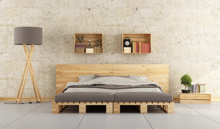 meubles en palette un large lit