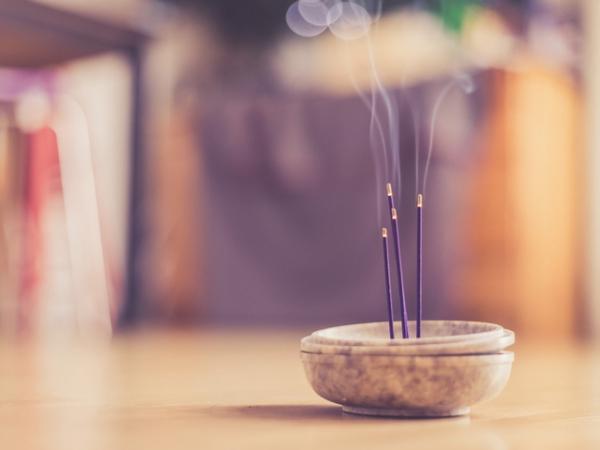 porte-bonheur bâtons aromatiques