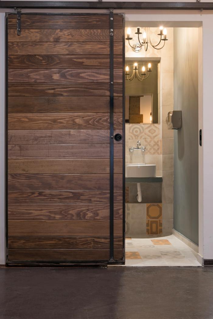 portes-coulissantes-en-applique-en-bois-et-rail-en-métal