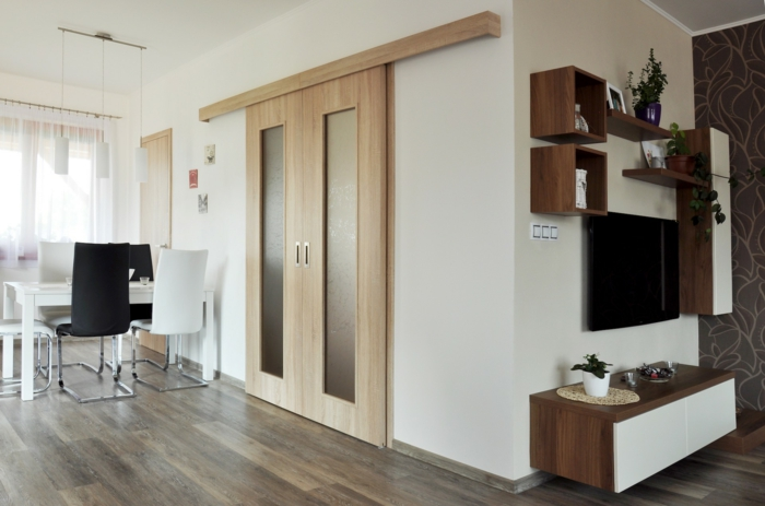 portes coulissantes en bois et verre