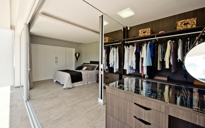 portes coulissantes séparer une chambre et dressing