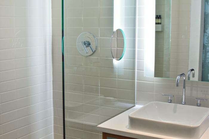 salle de baiuns éviter la moisissure absorbeur d'humidité