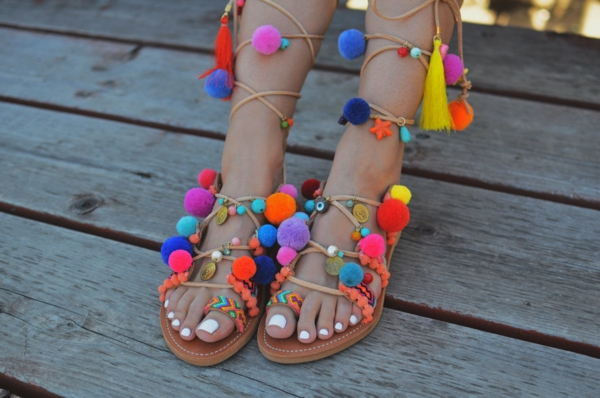 sandales pompon éthniques à faire vous-même