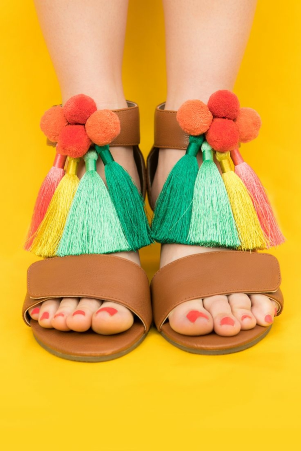 sandales pompon et grands glands colorés femme à faire