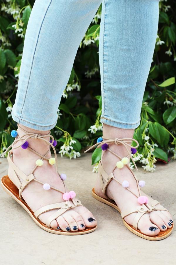 sandales pompon plates diy pour femme