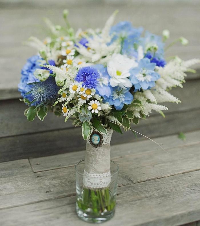 thème en bleu bouquet de mariée champêtre