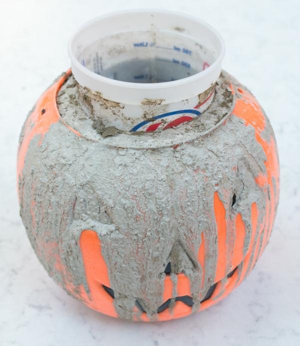 Comment faire une citrouille en béton remplissage de moule
