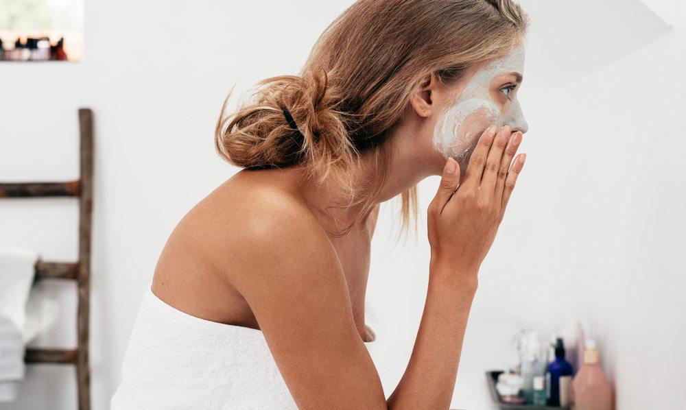 Masque fait maison pour nourrir le visage et les cheveux