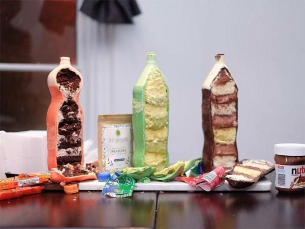Préparer le gâteau bouteille de coca dans une bouteille en plastique