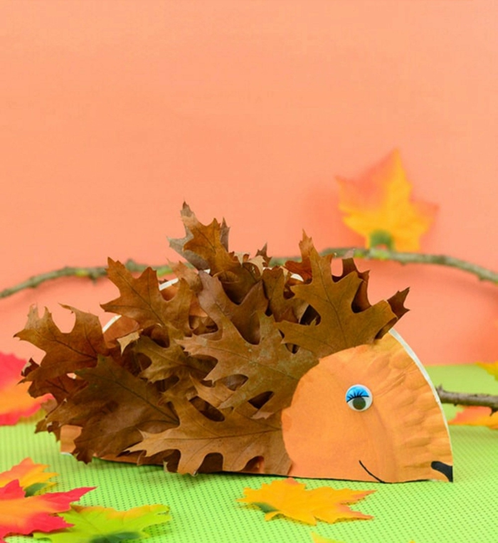 activités manuelles automne assiette en carton colorée