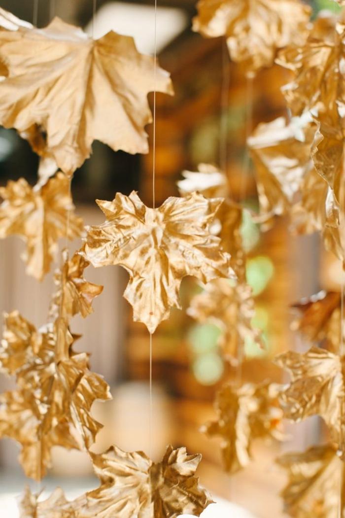 activités manuelles automne feuilles d'arbre peintes