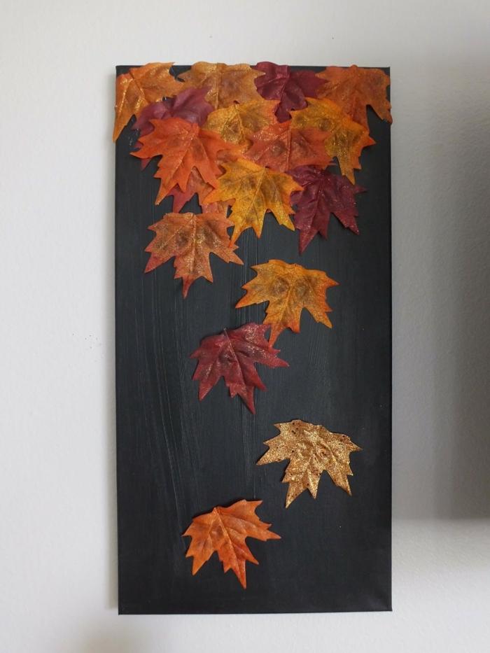 activités manuelles automne tableau noir et feuilles séchées