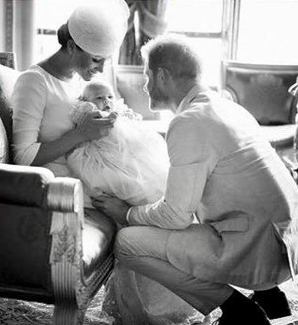 baptême de bébé archie prince harry meghan markle