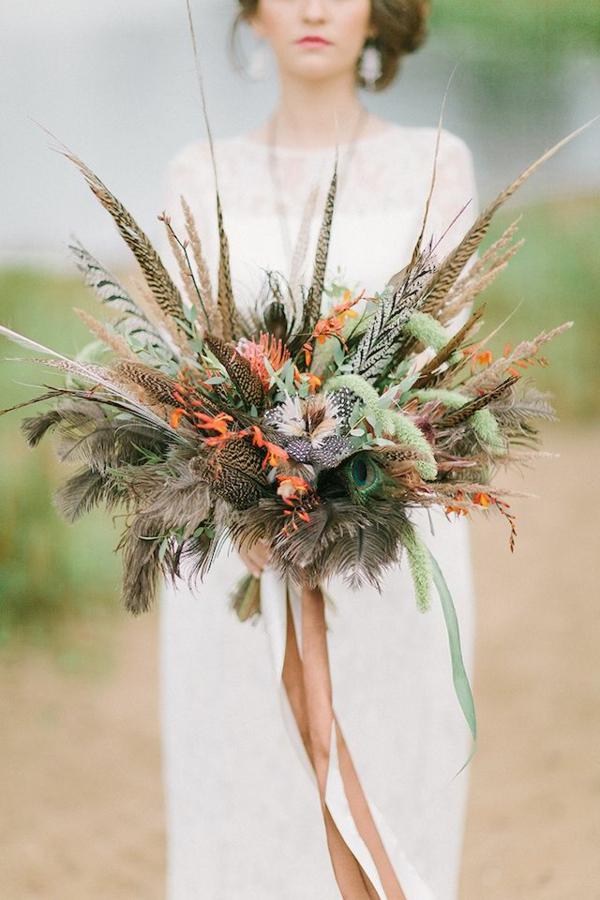bouquet de mariée automnal avec des plumes