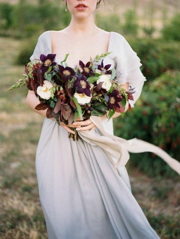 bouquet de mariée automnal clématites pourpres