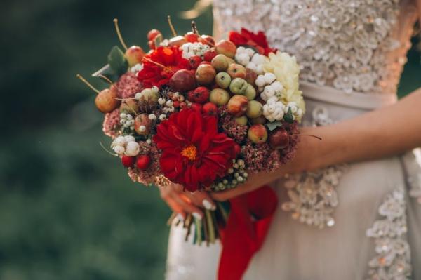 bouquet de mariée automnal dahlias mini-pommes
