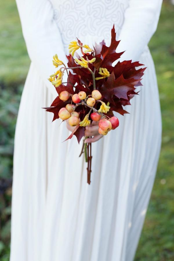 bouquet de mariée automnal feuilles d'érable fruits d'automne
